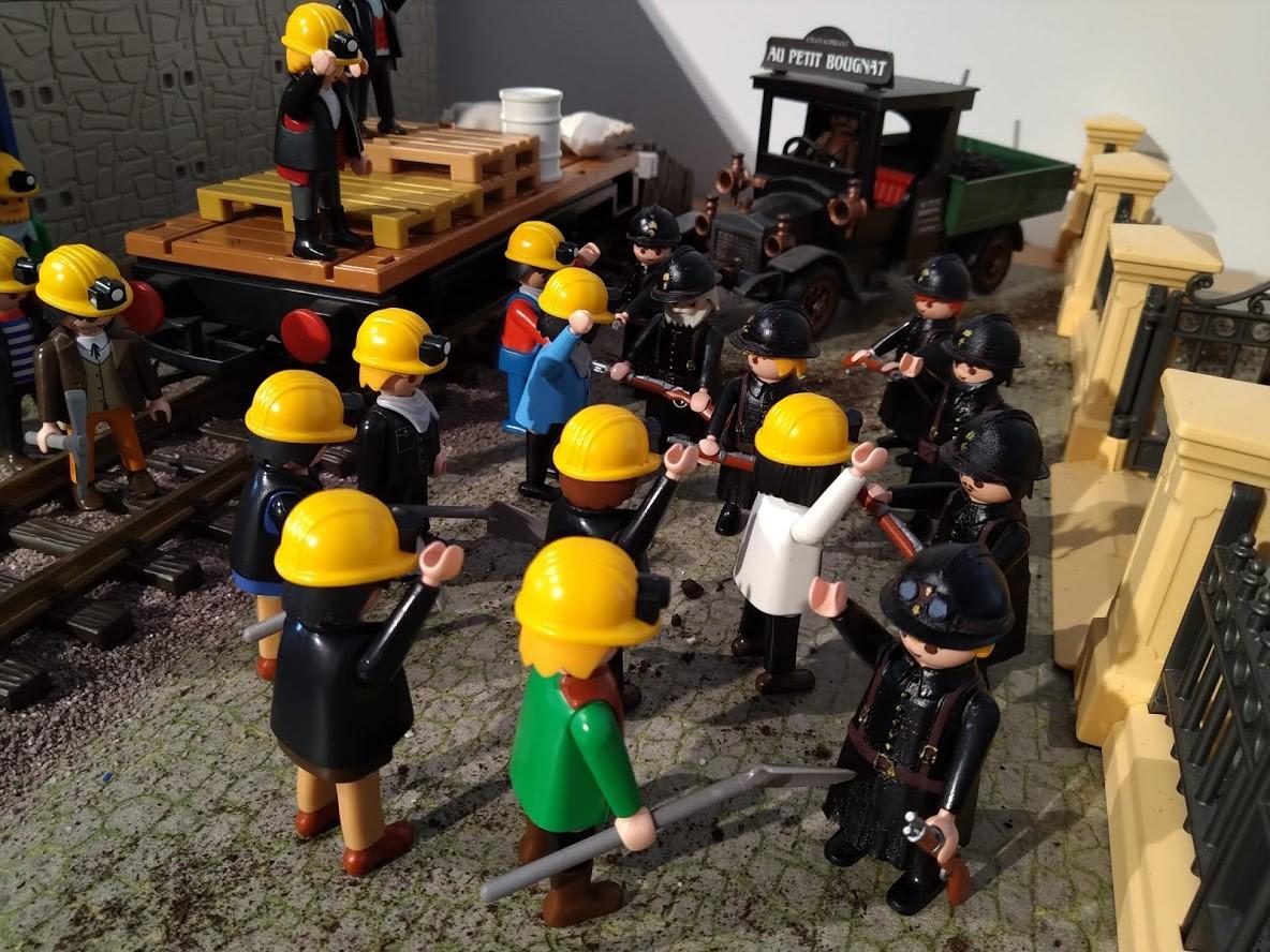 Les gendarmes en 1936 en Playmobil