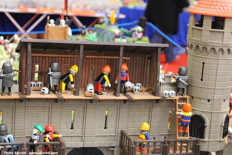 hourds custimisées en playmobil pour un chateau moyen age - réalisé par dominique bethune