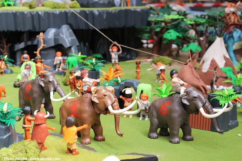 Diorama les jeux préhistoriques en playmobil - par dominique bethune