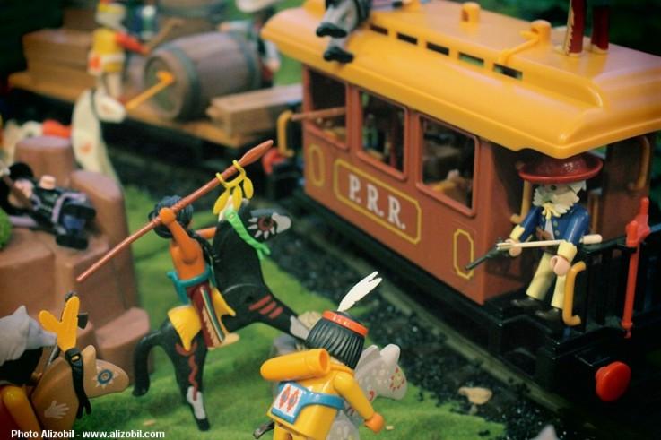 L'attaque du train par les indiens, diorama western proposé par dominique bethune à rueil