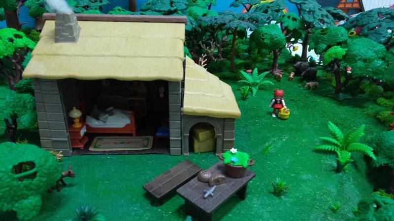 Exposition playmobil saint romain le puy 2018 dominique bethune petit chaperon rouge