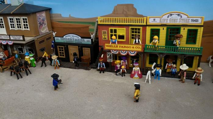 Faire une exposition playmobil decor western dominique bethune