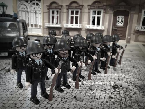 Gendarmerie playmobil mai 68 dominique bethune