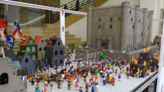 La Bastille réalisée par Dominique Béthune avec une partie de sa collection de jouets Playmobil