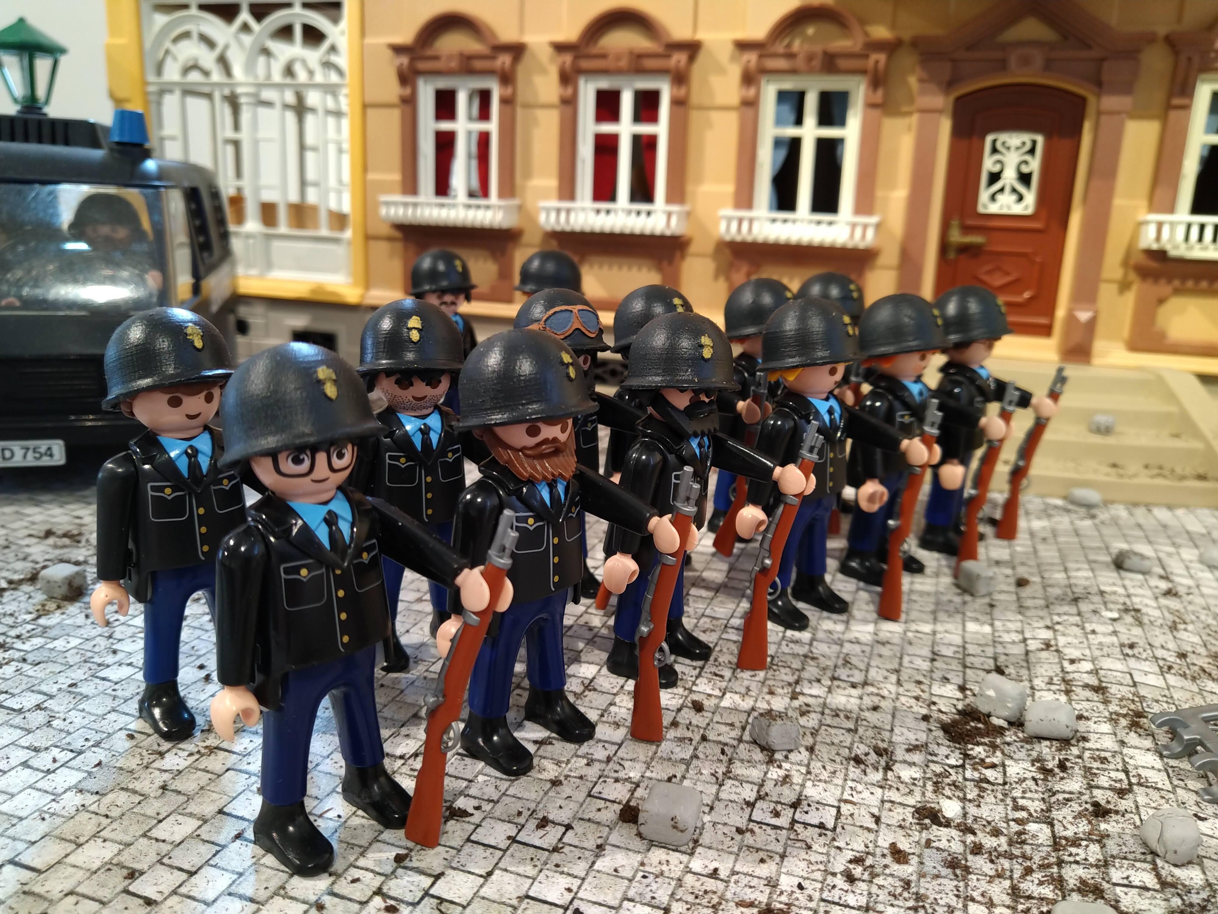 Expoition playmobil gendarmerie pendant mai 68