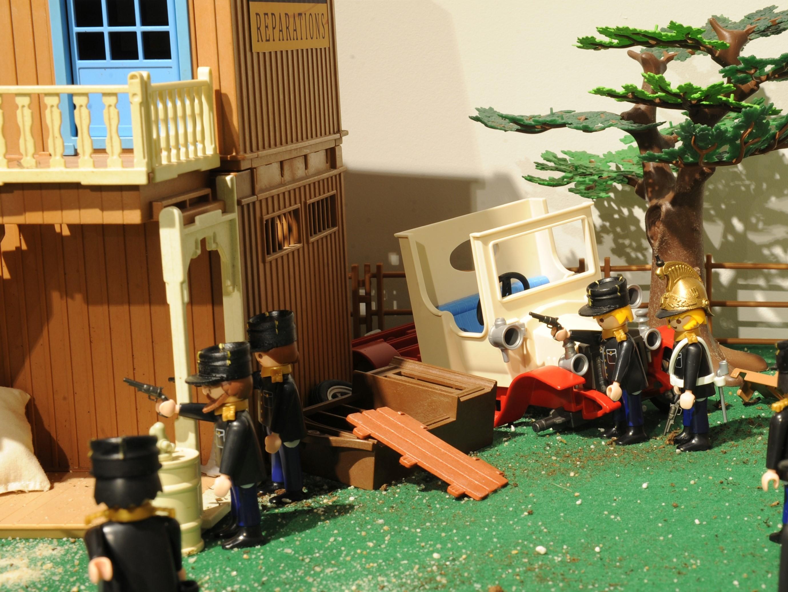 Exposition playmobil gendarmerie - arrestation de Bonnot en 1912
