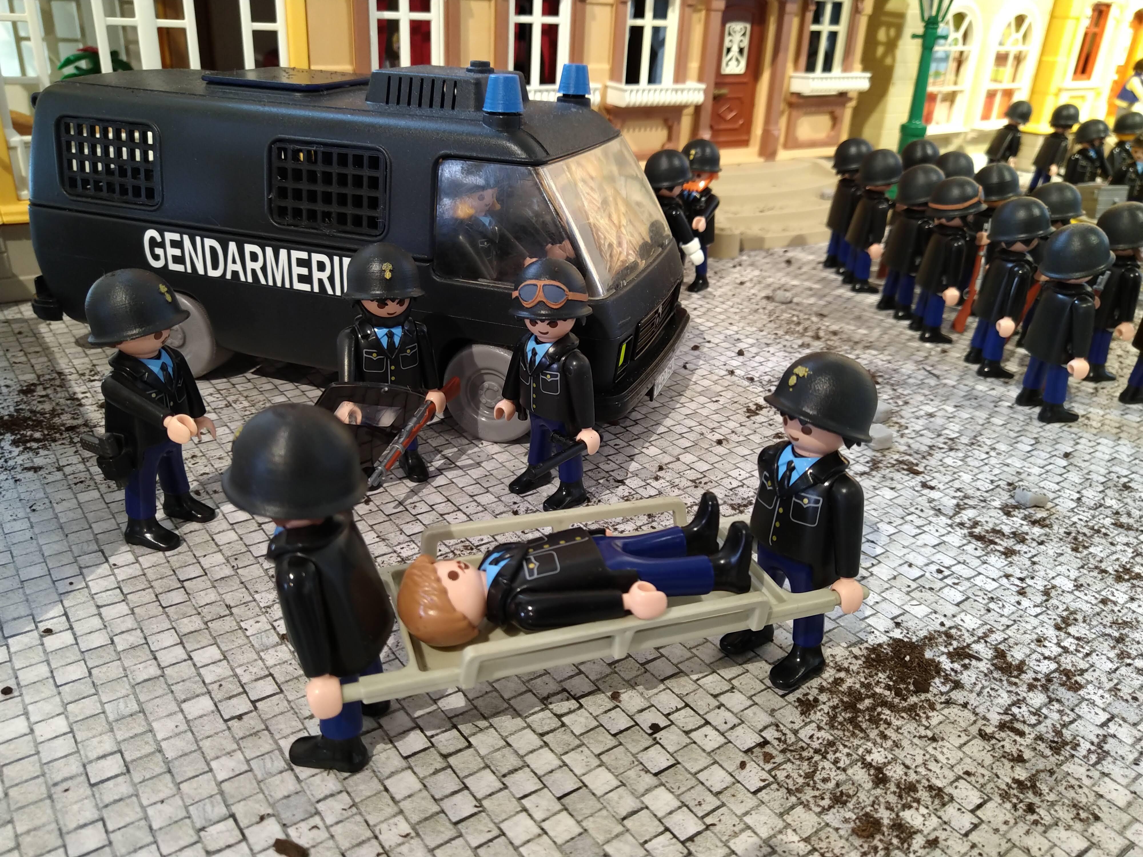 Exposition playmobil gendarmerie pendant mai 68
