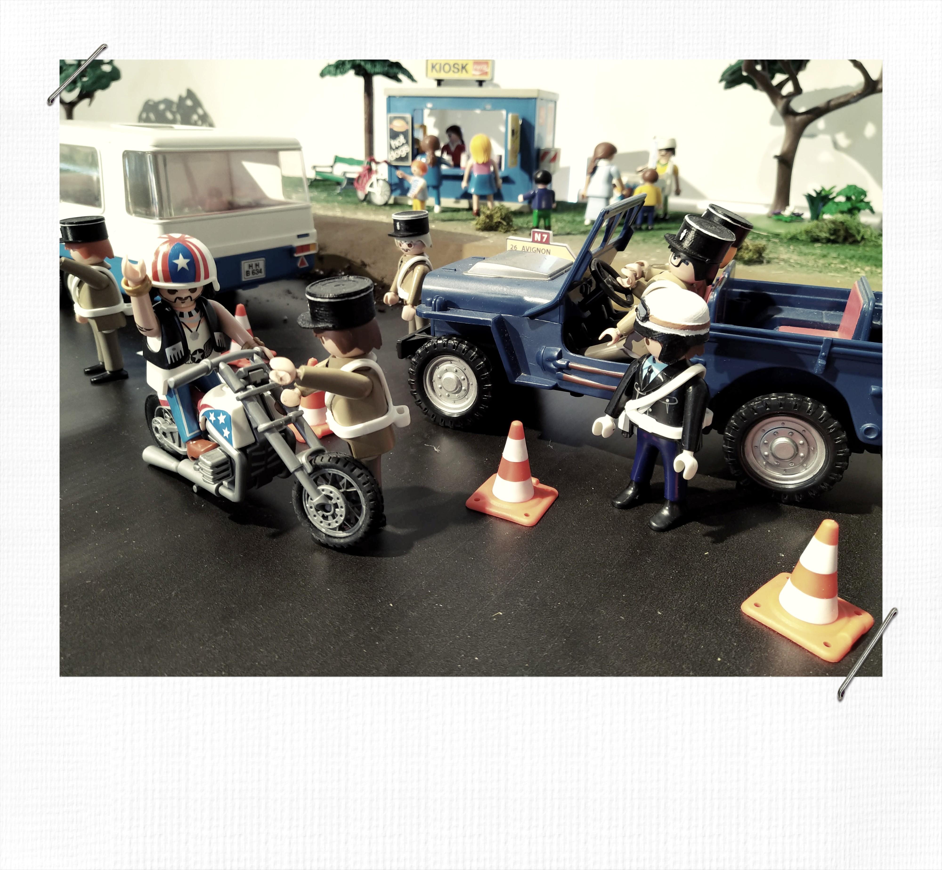 Gendarmerie playmobil contrôle routier sur la N7 dans les années 70