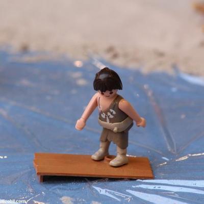 Les-jeux-préhistoriques-en-playmobil-dominique-bethune-67
