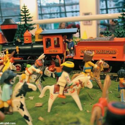Diorama Playmobil thème western - l'attaque du train par les indiens