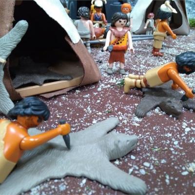 La préhistoire en Playmobil entre humour et faits historiques